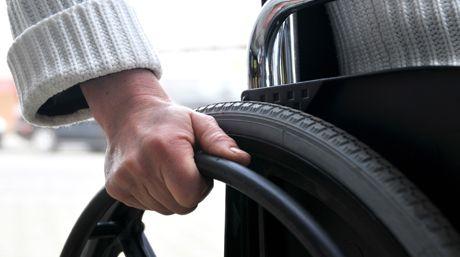 Cadeira de rodas é criada para se mover com o pensamento