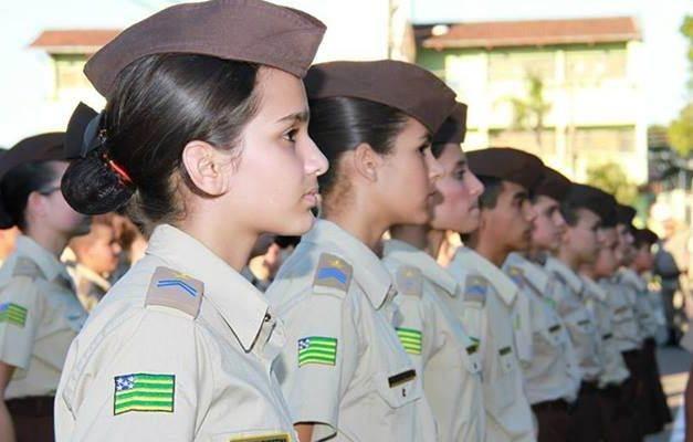 Colégios militares de Aparecida