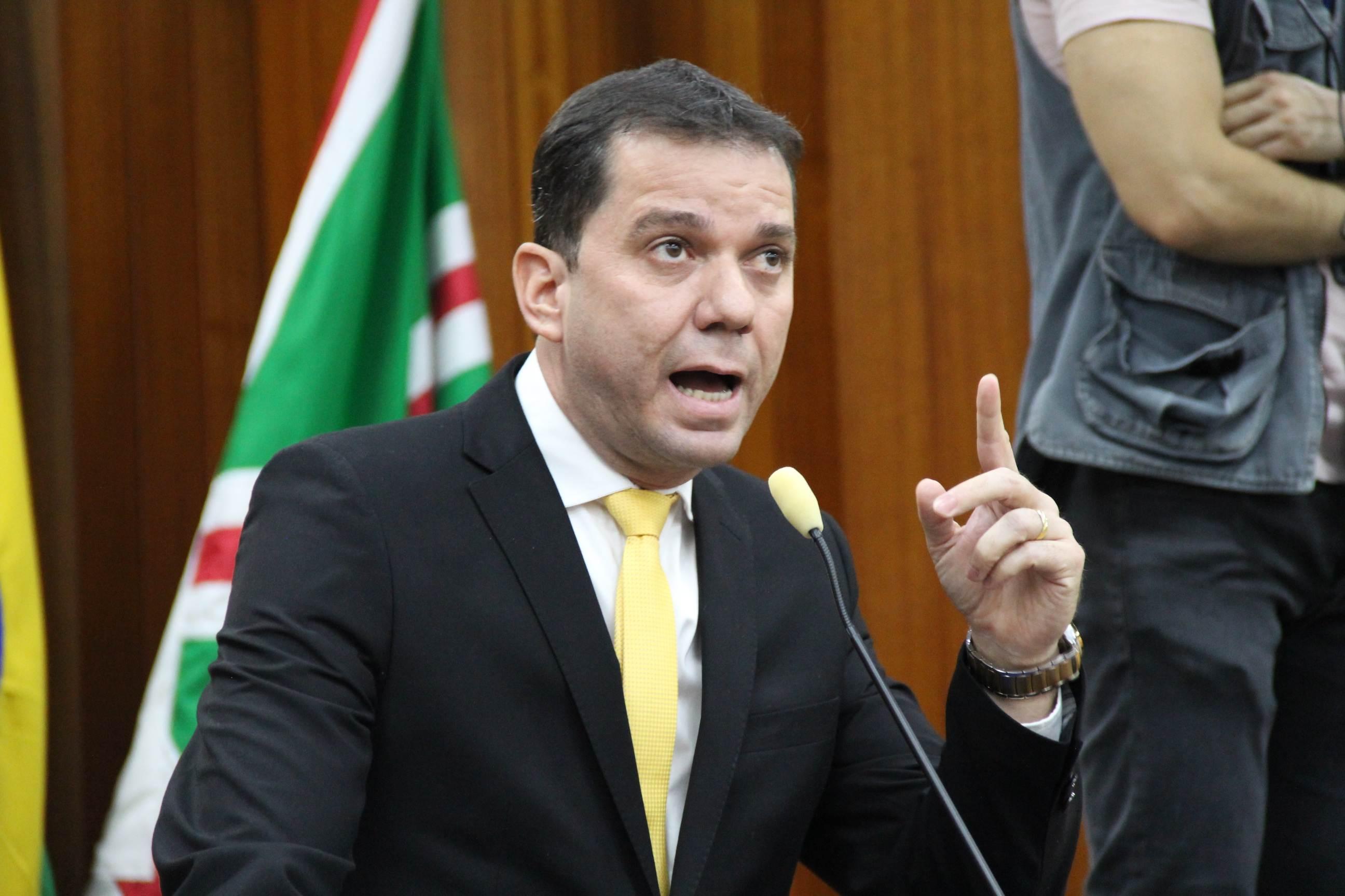 Vereador Alysson Lima (PRB) apresentou na Câmara Municipal de Goiânia proposta que determina tempo máximo de espera por ônibus em Goiânia | Foto: Reprodução/Câmara