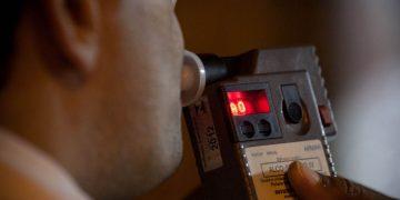 Homem alegou que havia apenas comido um bombom de licor e questionou a calibração do aparelho de medição do teor alcoólico   Foto: Reprodução