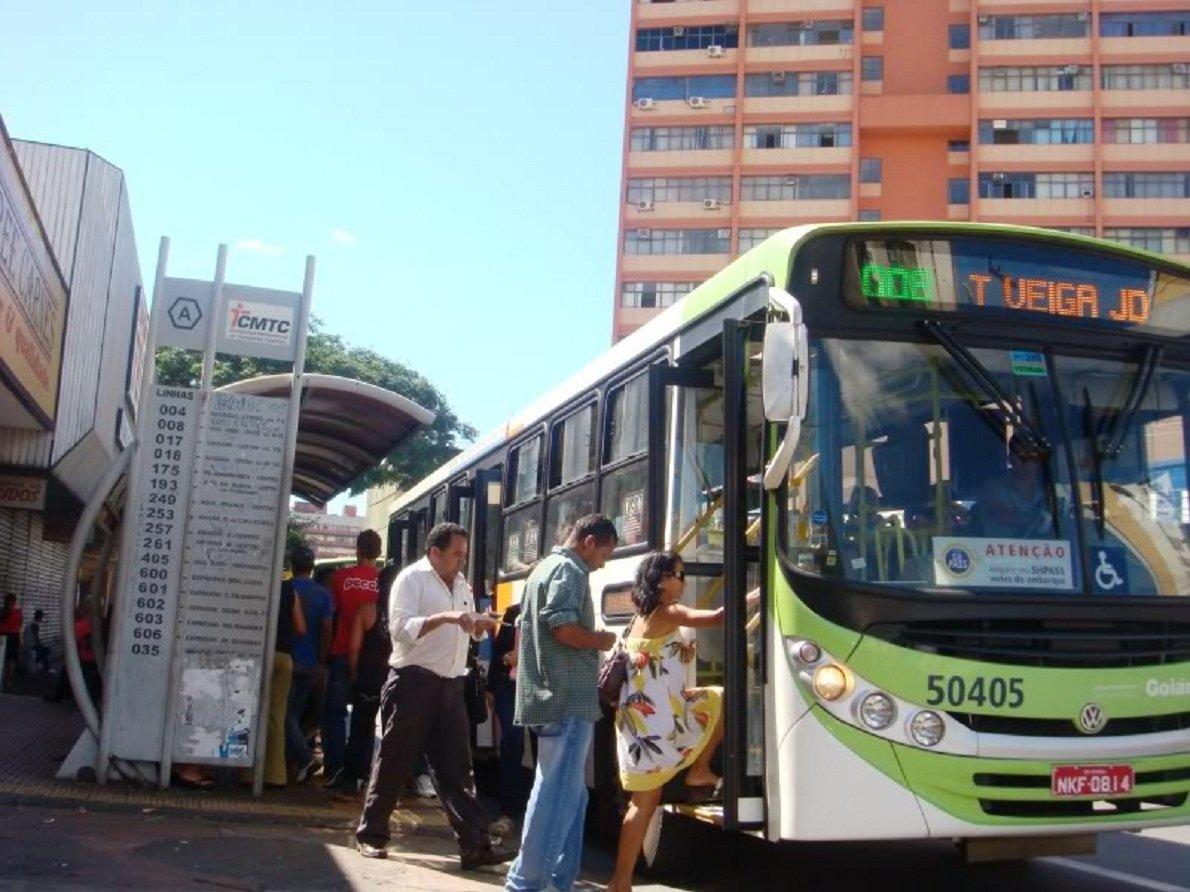 Especialistas dá dicas de segurança para usuários dos ônibus em Goiânia | Foto: Reprodução/CMTC
