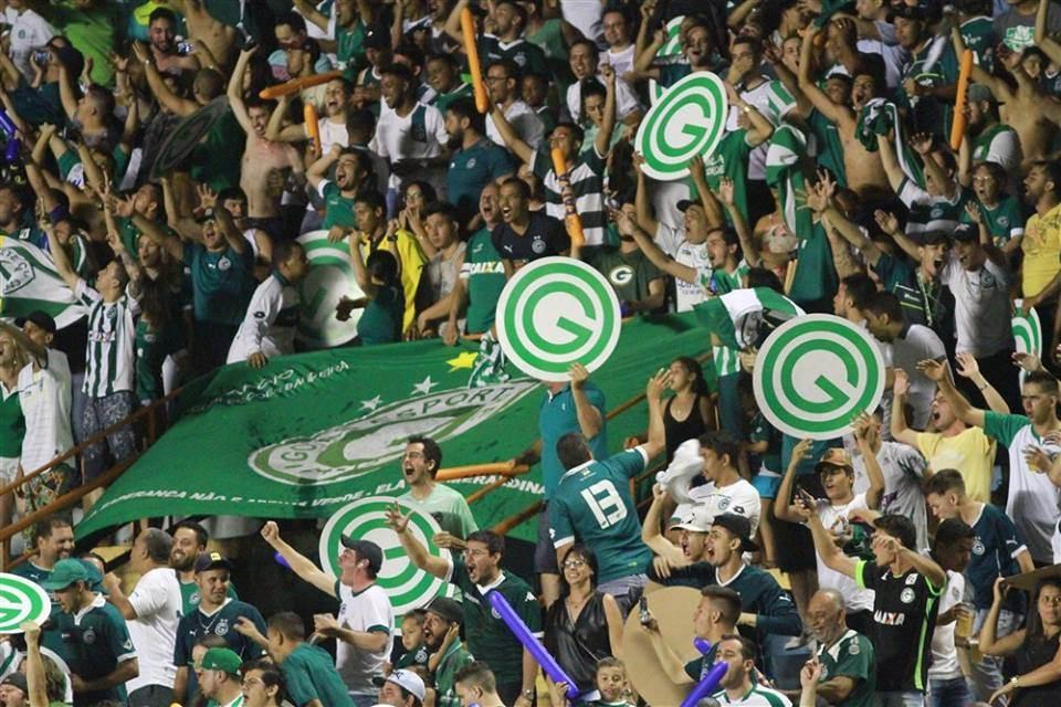 Torcida do Goiás está empolgada com a boa fase do time e não gostou nada da ideia de entregar a partida | Foto: Rosiron Alves / Goiás EC