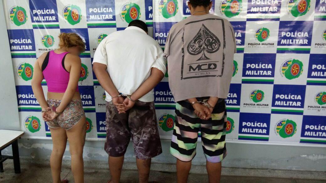Dois homens e uma menor de idade foram detidos pela PM e encaminhados para a Central de Flagrantes   Foto: Divulgação / PMGO