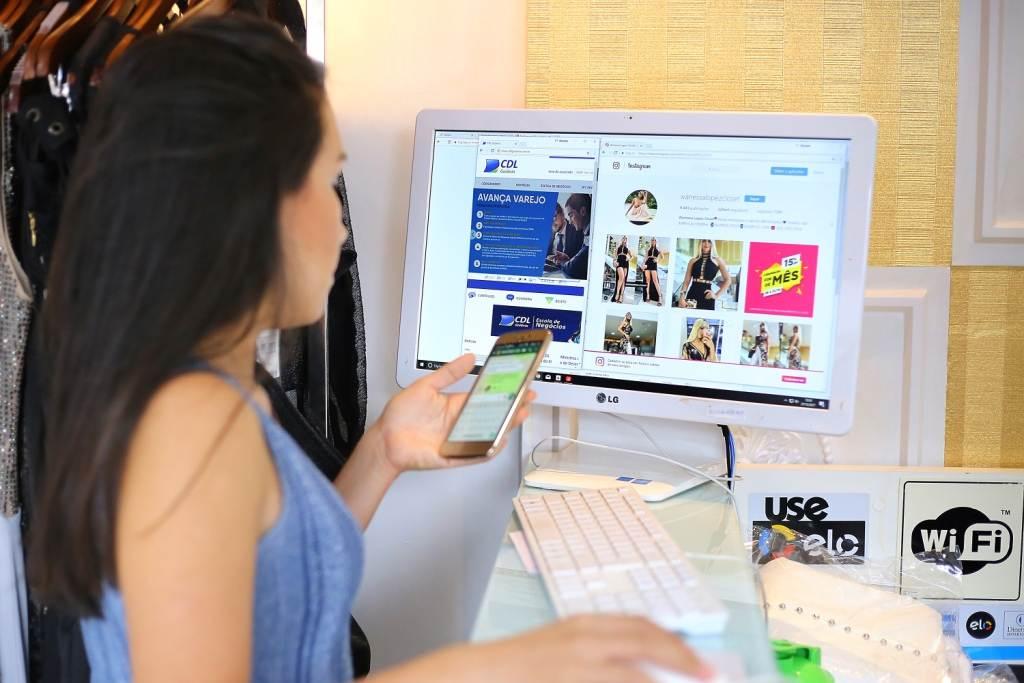 Mudança do mercado: vendedores utilizam as mídias sociais e contam com apoio de associações para impulsionar vendas. / Foto: Jackson Rodrigues