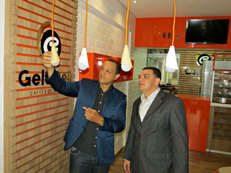 Proprietários da loja, o jornalista e empresário Fred Silveira (Record TV) e o empresário Maxciel Marcelino | Foto: Divulgação