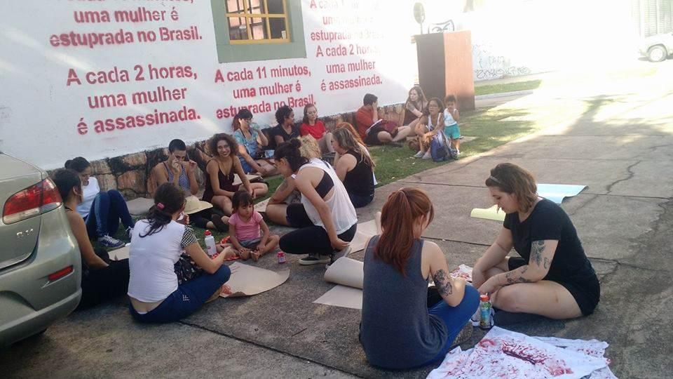 Em Goiânia, mulheres protestam contra PEC que criminaliza o aborto em qualquer circunstância | Foto: Leitor/ WhatsApp