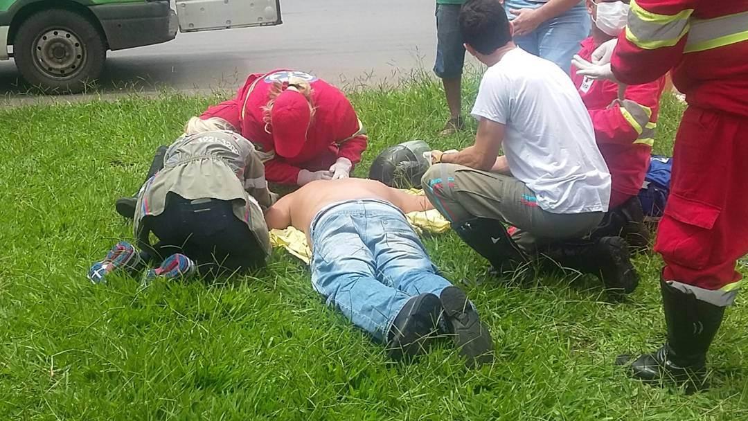 Motociclista é atingido por carreta e fratura costela no Jardim Guanabara, em Goiânia | Foto: Anna Carolina Pimenta