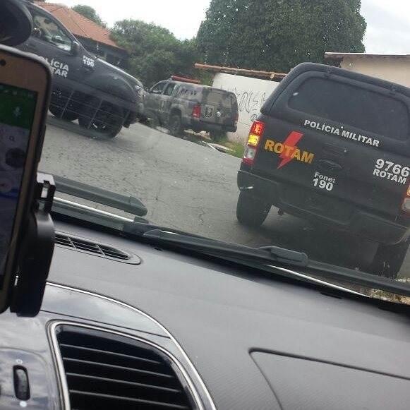 Assaltantes batem em caminhão da prefeitura e provocam incêndio na Vila Nova | Foto: Reprodução