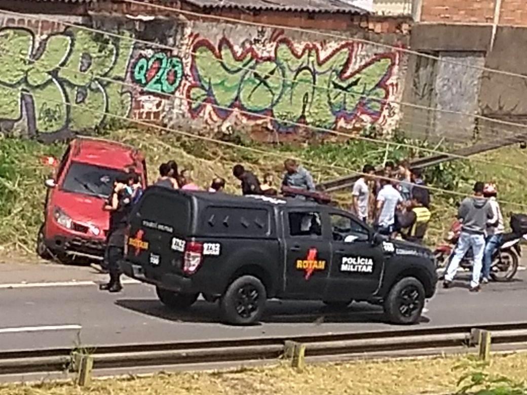 Policiais da Rotam ajudaram no socorro   Foto: leitor Roosevelt De Sousa