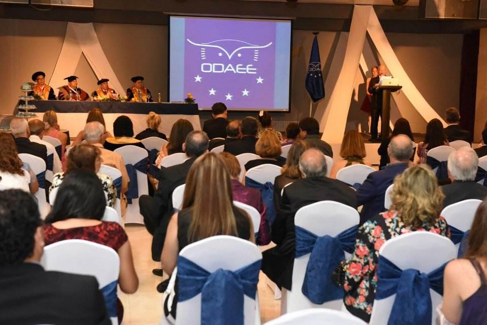 Professor Alcides proferindo a conferência. Ao final ele foi aplaudido de pé pelos presentes | Foto: Divulgação