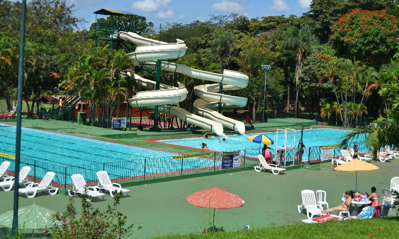 Estrutura do clube da Associação Atlética Banco do Brasil (AABB) em Goiânia é composta por parque aquático com duas piscinas semiolímpicas| Foto: Divulgação