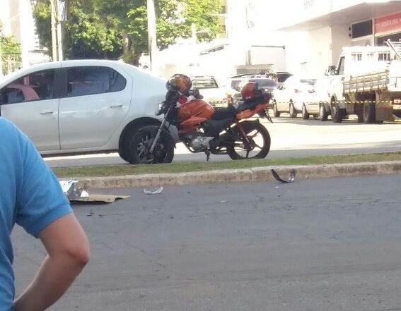 Em colisão, motociclista é atropelado, arremessado e morre na Av. T-7 | Foto: Izaque Teixeira