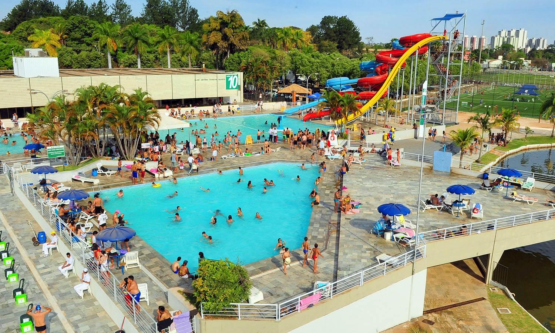 Considerado o melhor de Goiânia, Clube Jaó possui piscina de ondas, Jaozinho Acqua Park, piscina recreativa e o Kamikaze, com 16 metros de queda | Foto: Divulgação