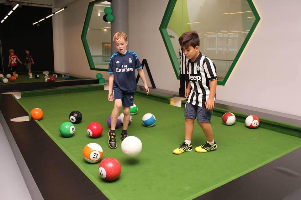O jogo já é atração internacional | Foto: Snoockball Game Center