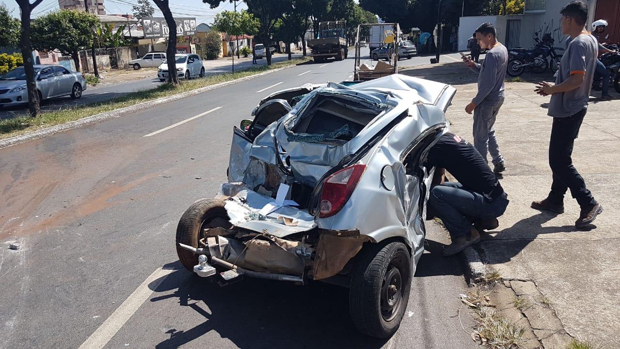 Celta foi o veículo que sofreu maior dano na colisão | Foto: Guilherme Coelho/Folha Z