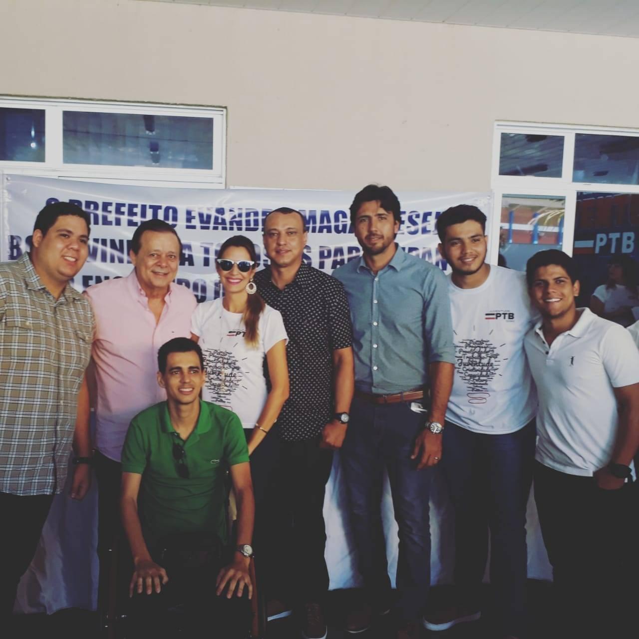 Jovair Arantes, prefeito Paulinho, vereador Danielzinho e lideranças da juventude petebista   Foto: Folha Z