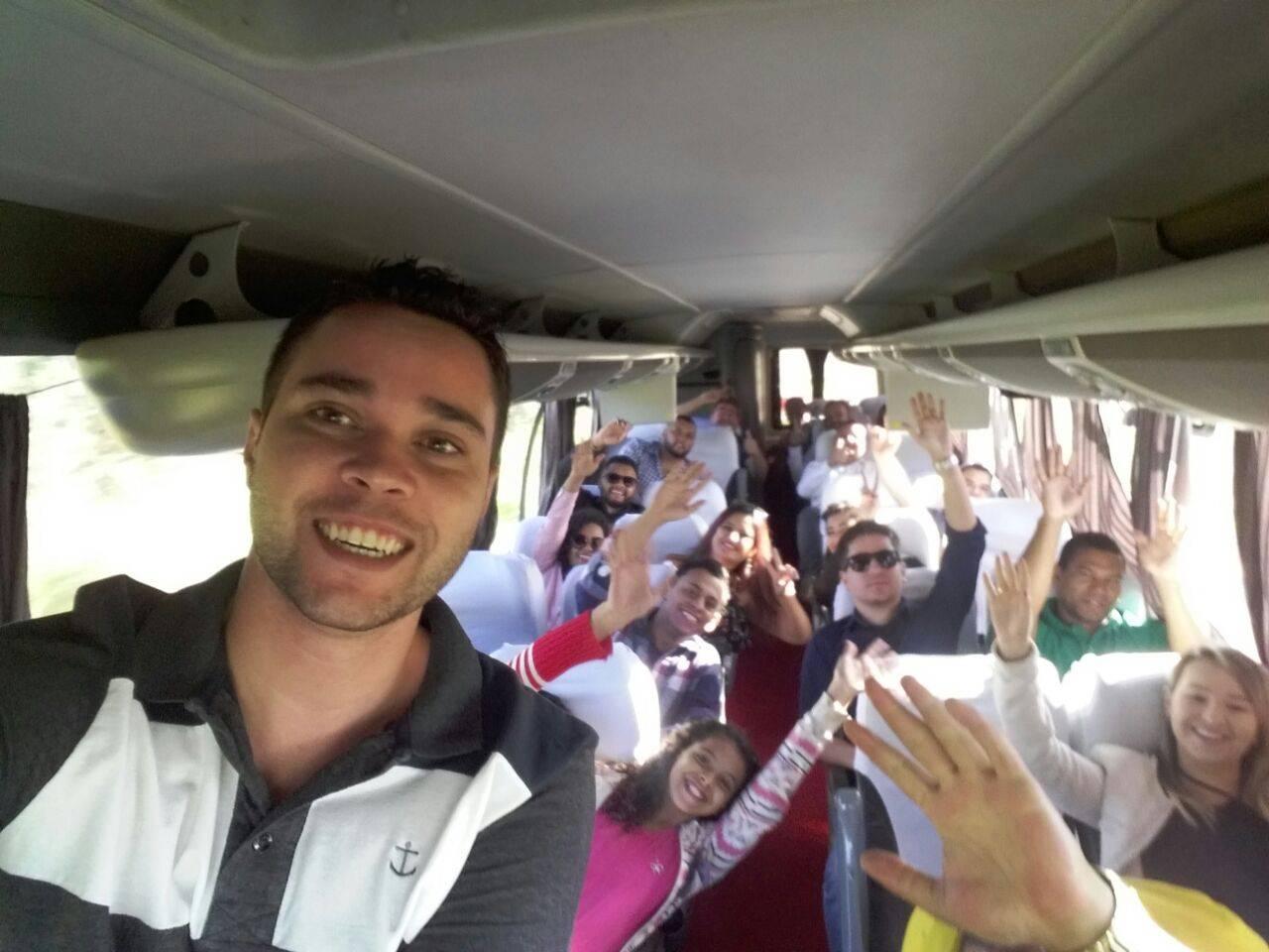 Presidente da JPTB de Goiânia, Thiago Taguary foi o responsável pelo ônibus que saiu da capital na manhã de sábado, 12, com destino a Caldas   Foto: Reprodução