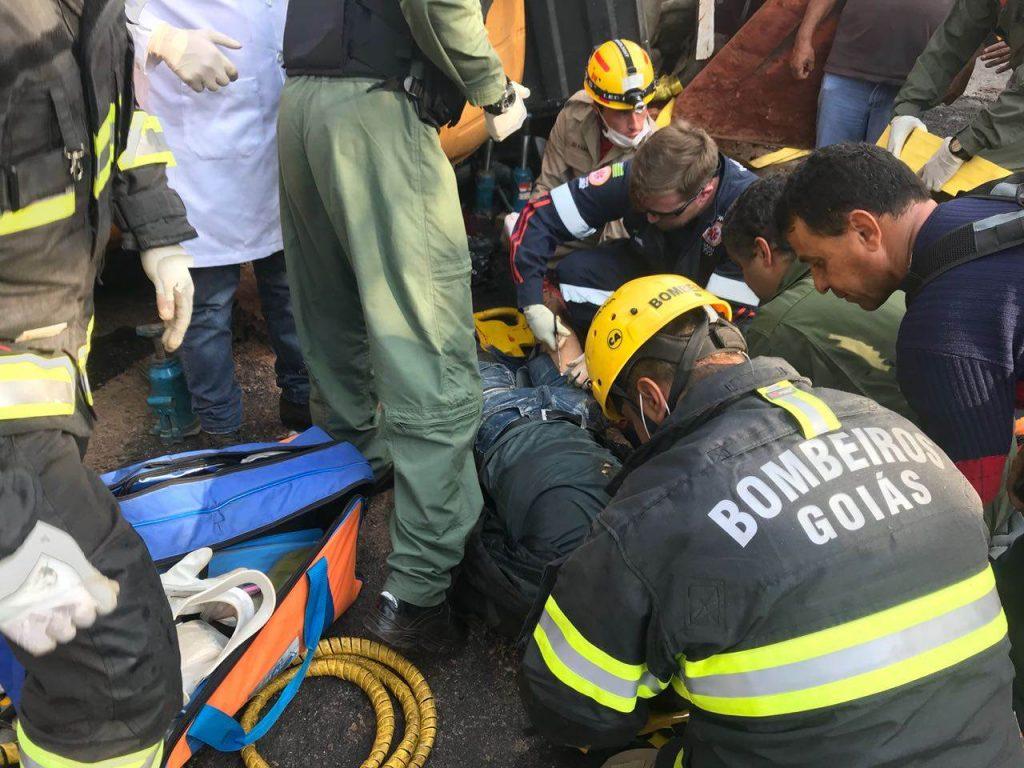 Homem teve parte dos membros inferiores esmagados devido ao acidente na GO-139 | Foto: Divulgação