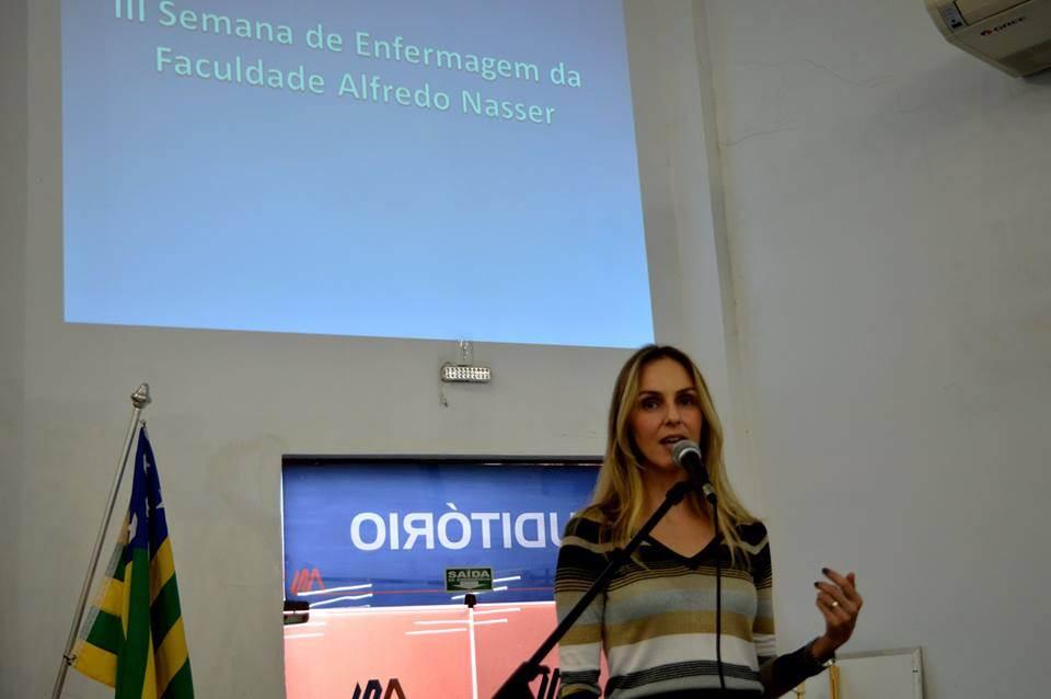 coordenadora do curso de Farmácia da Faculdade Alfredo Nasser (Unifan) Angelma Genaro | Foto: Reprodução