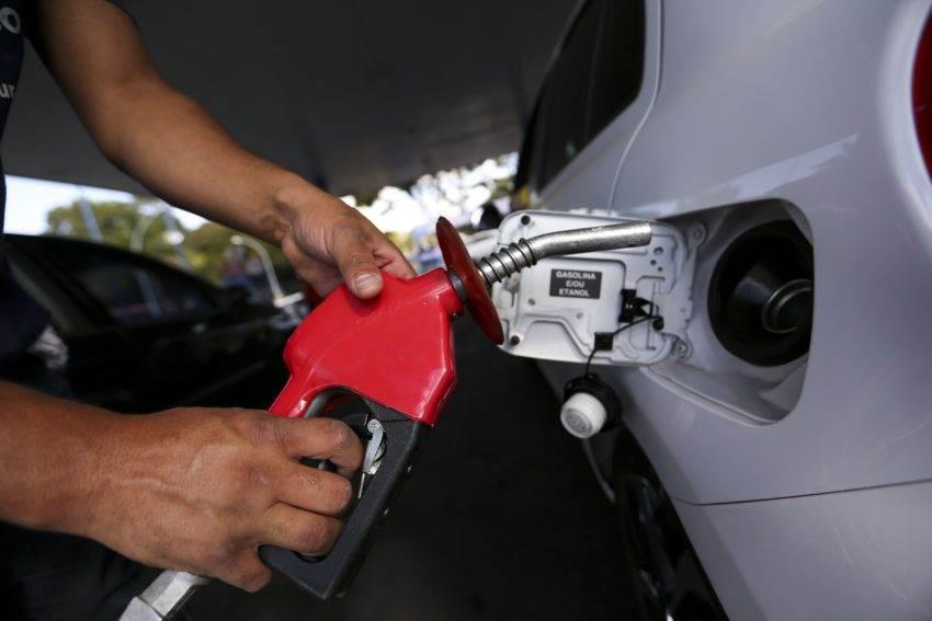 Ao que levantamentos indicam, muitos postos ainda não repassaram ao consumidor a redução do preço do Diesel | Foto: Marcelo Camargo/Agência Brasil)
