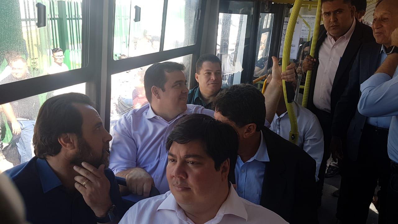 Saindo da CDTC, Gustavo reitera promessa de ar-condicionado em ônibus de Goiânia | Foto: Divulgação