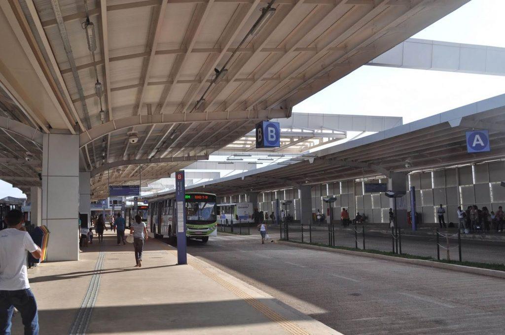 Mulher estava em ônibus em Aparecida de Goiânia quando ele se chocou contra um muro no Terminal Bandeiras   Foto: Divulgação