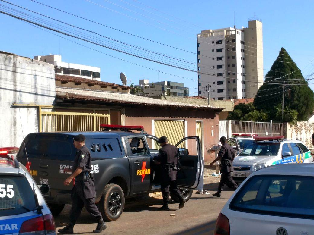 Várias viaturas da PM foram ao local | Foto: Junior Kamenach / Folha Z
