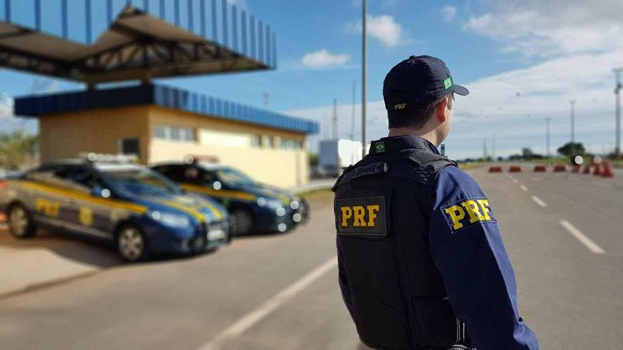 Polícia Rodoviária Federal (PRF) também pode emitir infrações nas rodovias brasileiras. Veja como consultar multas