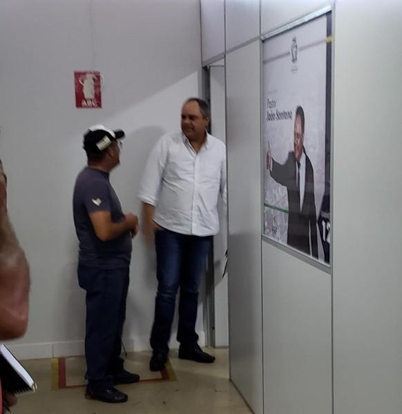 Após declaração polêmica, procurador da Câmara de Aparecida Davi Mendanha deixa reunião realizada no gabinete do Pastor João Santana (PRP)   Foto: Folha Z
