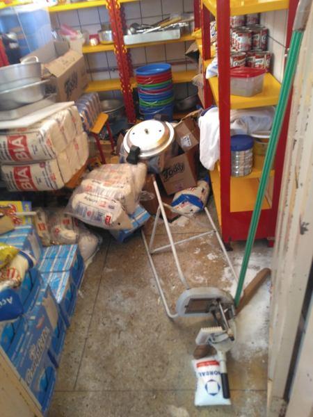 Vândalos invadiram e destruíram a Escola Municipal Roque Inocêncio Mendes, em Aparecida   Foto: Leitor / Whatsapp