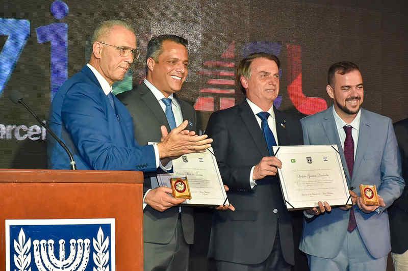 Mendanha e Bolsonaro ganham homenagem de Isarael em Brasília   Foto: Rodrigo Estrela