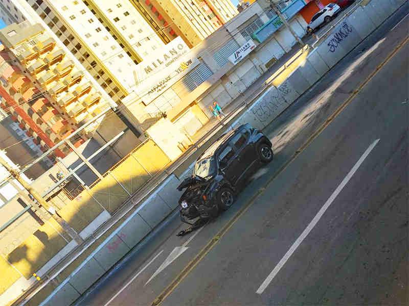 colisão frontal na avenida 85