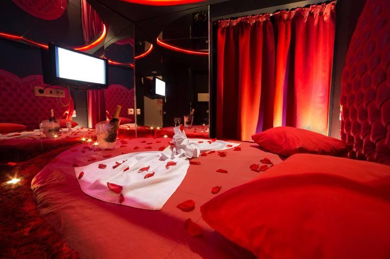 Para ajudar esses casais a se programarem, o Lista com motéis em Aparecida ajuda casais a se programarem para o Dia dos Namorados | Foto: Reprodução