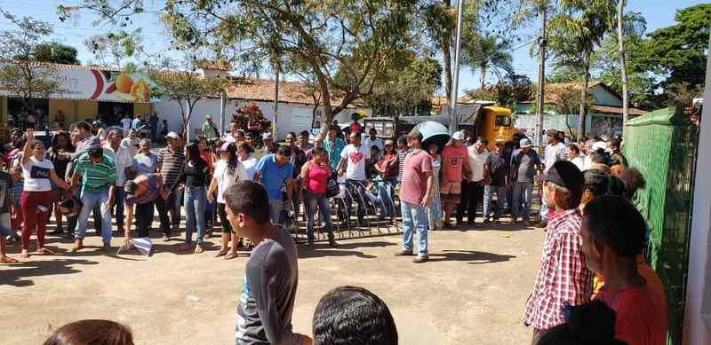 Famílias protestam contra desocupação de área na Serra das Areias   Foto: Folha Z