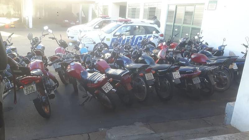 Motos irregulares apreendidas pela PM em Aparecida   Foto: Divulgação / PM