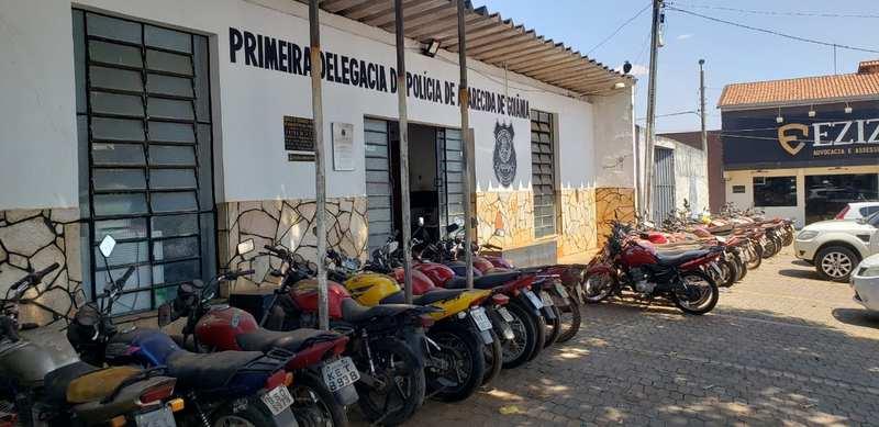 Situação pode ser observada em frente a delegacia na Rua São Francisco, no Centro da cidade   Foto: Folha Z