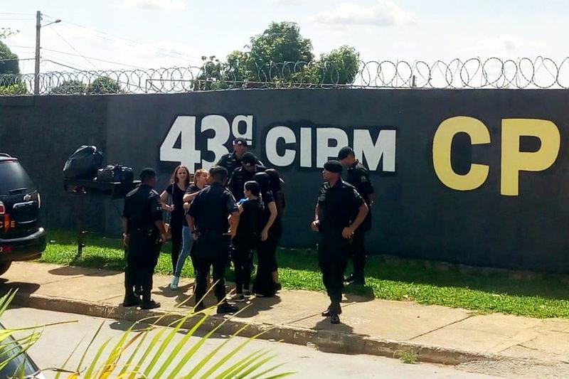 Família de Walisson se reuniu em frente à CPE na manhã do dia 23 de novembro   Foto: Divulgação