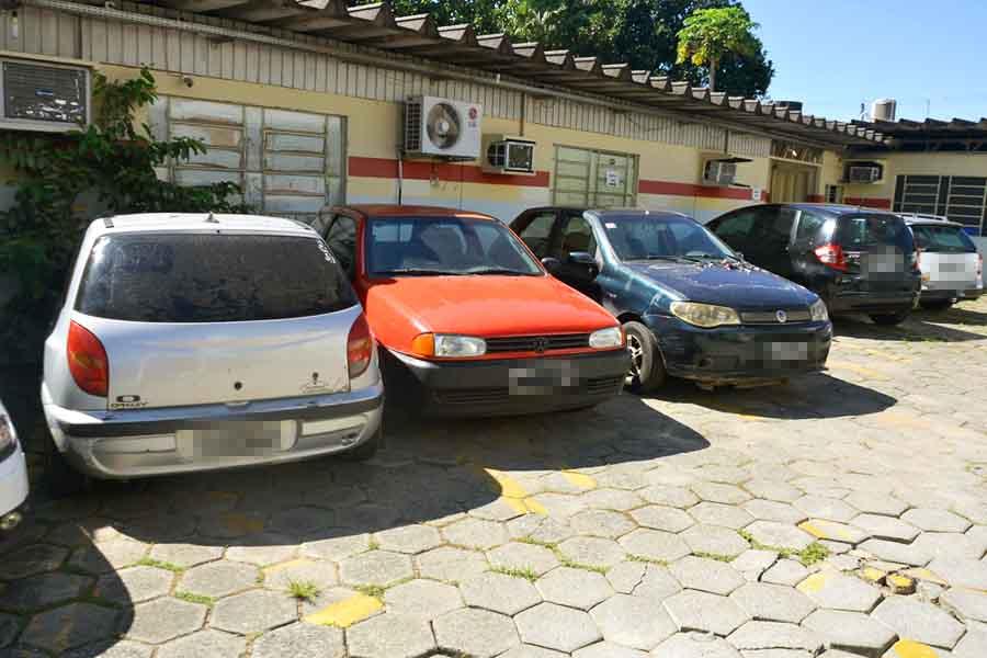 Semma apreende som automotivo e interdida distribuidoras em Aparecida | Foto: Claudivino Antunes