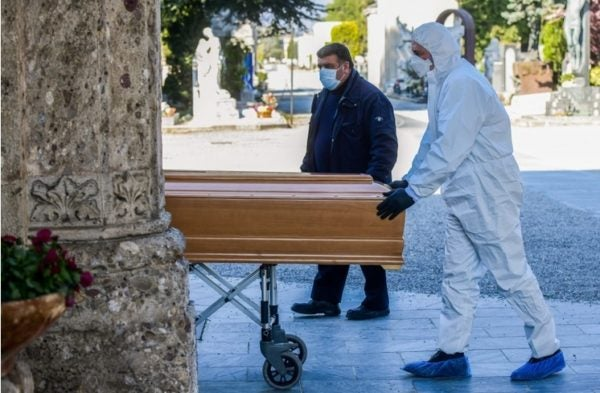 Enterro sem familiares em Bergamo