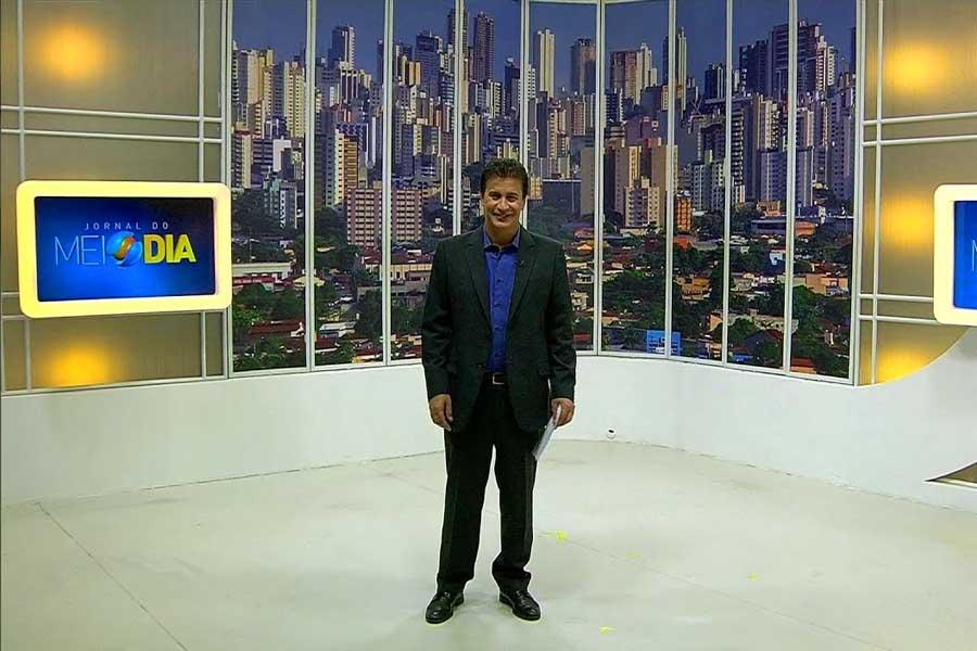 Jordevá no estúdio do Jornal do Meio Dia   Foto: Reprodução