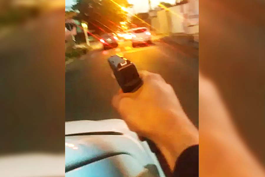 VÍDEOS: Carro é cravejado de bala em tentativa de homicídio na Região Noroeste de Goiânia   Foto: Reprodução