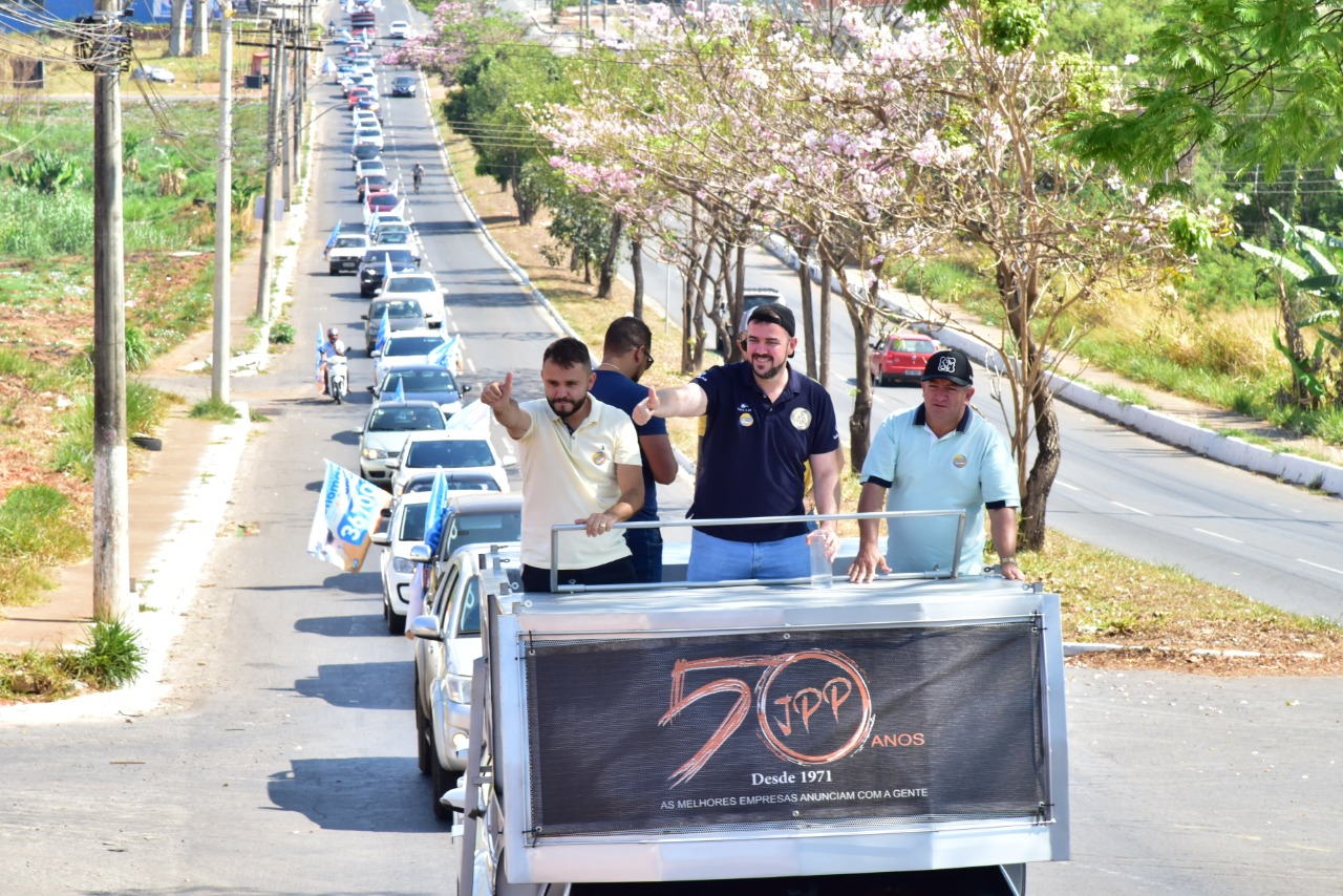 Segundo a assessoria do prefeito, cerca de 200 carros participaram da carreata | Foto: divulgação