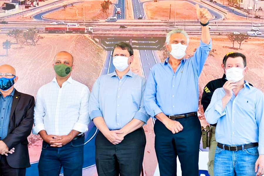 Professor Alcides, Major Vitor Hugo, Tarcísio Freitas, Ronaldo Caiado e José Nelto | Fotos: Cristiano Borges e Júnior Guimarães