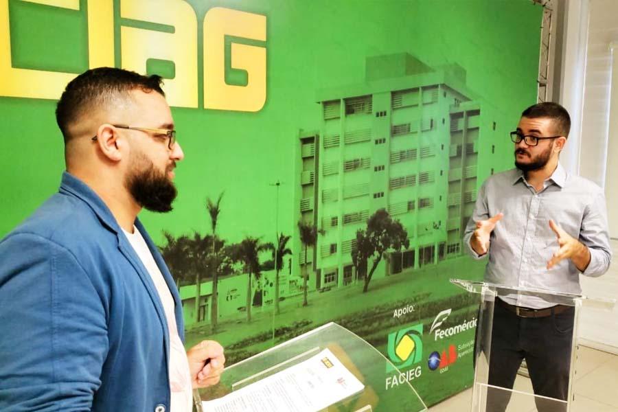 Bruno Felipe (PSOL) fala ao jornalista Marco Faleiro | Foto: Folha Z