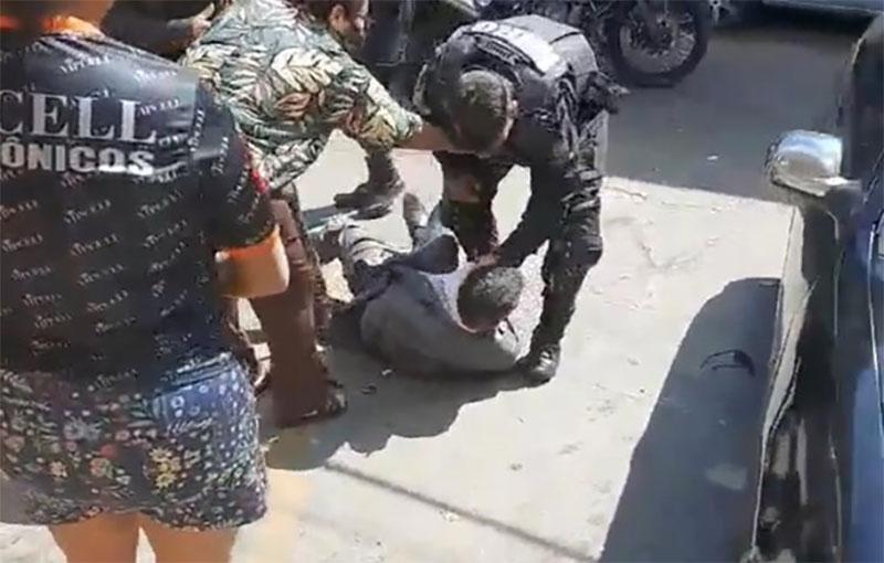 Advogado é agredido por policiais em Goiânia   Foto: Reprodução