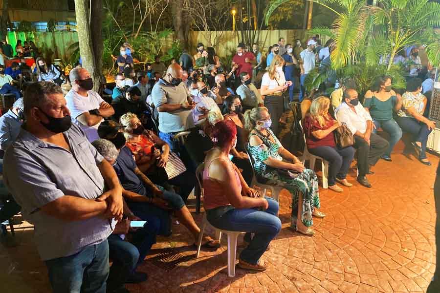 Público presente em reunião relizada no Colégio Atheneu Dom Bosco, em Goiânia   Foto: Reprodução